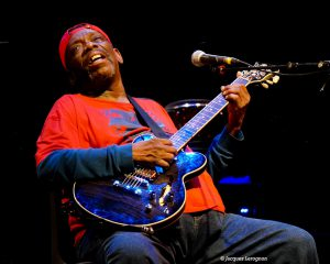 lucky peterson guitar sit